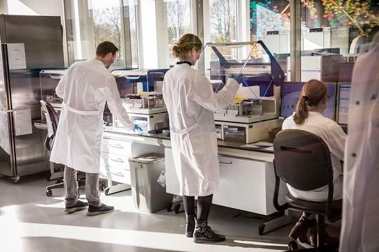 Trinity College Dublin: SARS-CoV-2 virus ontdekt onder de elektronenmicroscoop