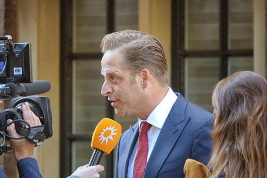 Huisarts doorprikt vaccindroom Hugo de Jonge in open brief