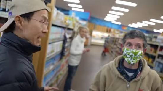 In de Verenigde Staten gaan mensen uit protest winkelen zonder masker – Epische chaos